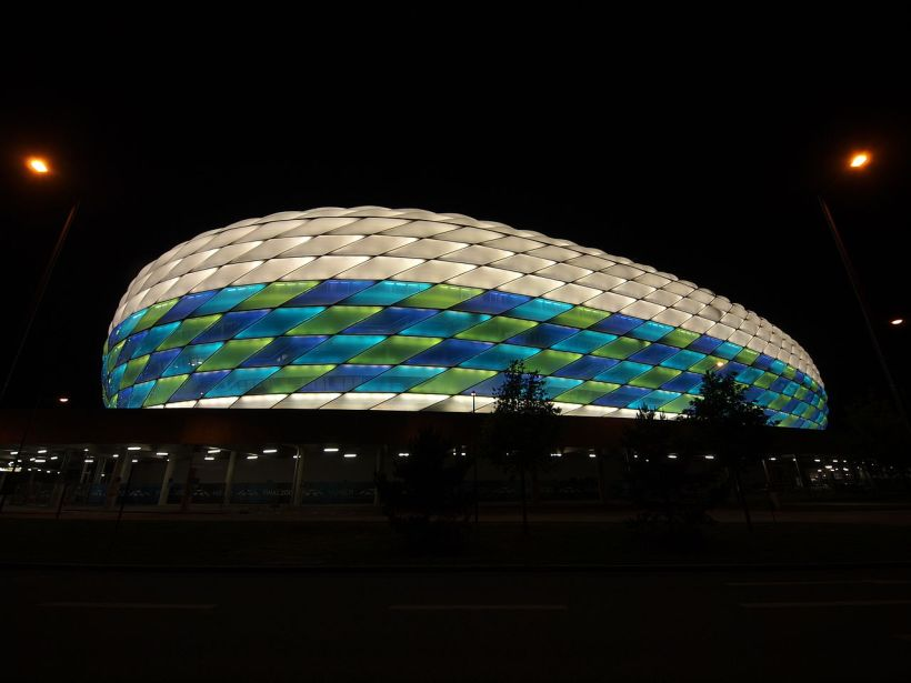 1280px-Allianz_Arena_Illumination_UEFA_Champions_League_2011-2012_2.jpeg