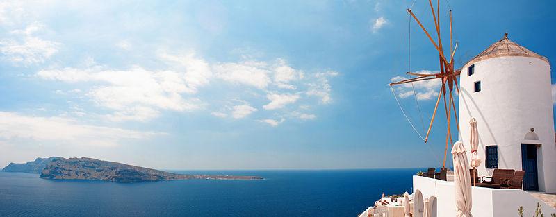 800px-Oian_coast_waters_(panoramic_landscape)._Santorini_island_(Thira),_Greece.jpg