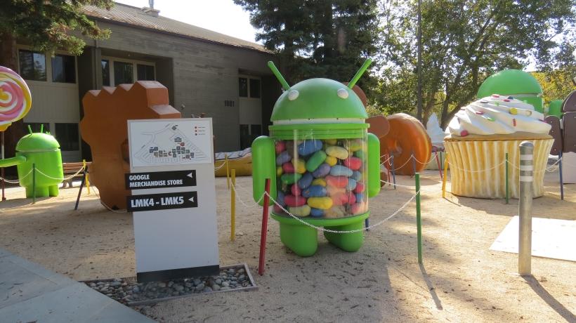 GoogleAndroidStatues.jpg